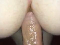 Tirando bosta do cu da namorada no sexo anal