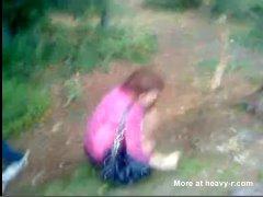 Estupradores Abusando de uma Garota