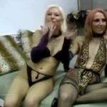 Mulheres fazem show de sexo de zoofilia