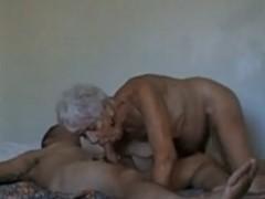 Neto comendo a sua avo safadinha