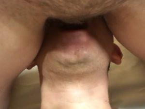 Esposa da buceta peluda mijando na boca do marido